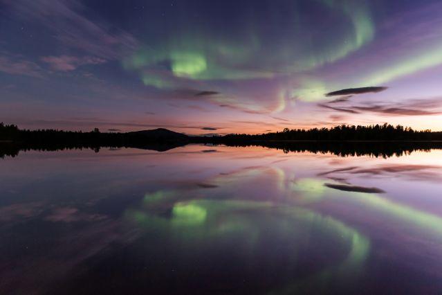 Aurore boréale sur le lac Inari - Laponie - Finlande