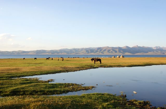 Lac Song Kul: trek en terre nomade