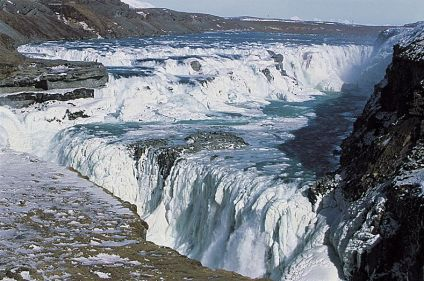 L'Islande givrée sous les aurores polaires